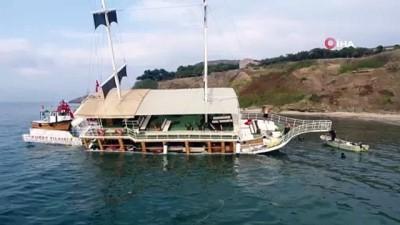 Sinop'ta karaya oturan gezi teknesini kurtarma çalışmaları başladı