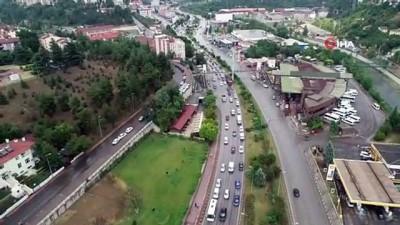 Bayram tatilini uzatanlar trafiği kilitledi... Karabük'te trafik yoğunluğu havadan görüntülendi