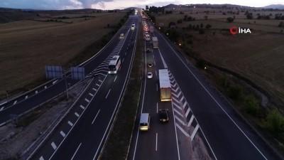 bayram tatili -  Karadeniz bağlantı yolunda trafik yoğunluğu havadan görüntülendi