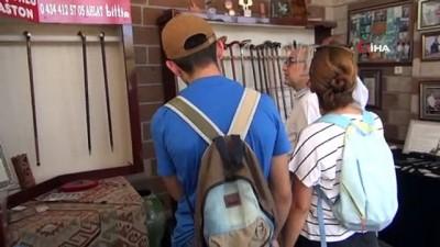 yabanci turist -  1071 Malazgirt kutlamaları için baston mesaisi