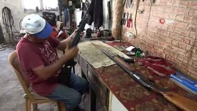 fabrika -  35 yıllık silah tamircisi hem polise, hem askere hizmet ediyor