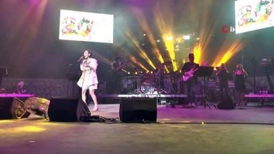 rock -  Büyükçekmeceliler Fatma Turgut konseriyle doyasıya eğlendi