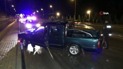 Karşı şeride geçen kamyonetteki beş kişilik aile ölümden döndü