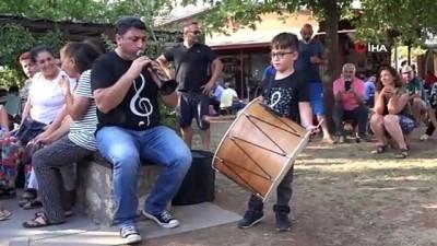 Minik Ali'den profesyonellere taş çıkartacak 'davul' performansı