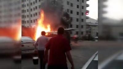 insaat alani -  Park halindeki araç alev alev yandı