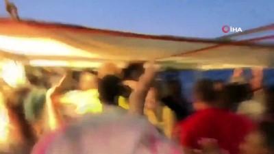 saglik personeli -  - İtalya, Open Arms'a El Koydu - Yardım Teknesindeki Göçmenler Karaya Çıktı
