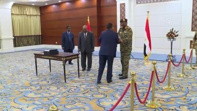 Sudan'da geçiş dönemi başbakanı Hamadok yemin etti - HARTUM