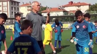 Çocukların futbolculuk hayallerini gerçekleştiriyorlar - ANKARA