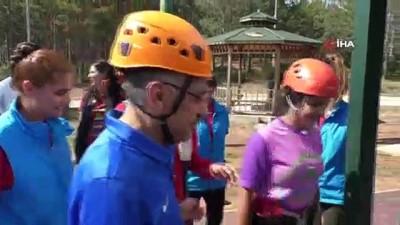 Cumhurbaşkanı Yardımcısı Oktay, gençlerle bisiklet sürdü, ok attı