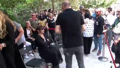 'Minik Serçe' lakaplı usta sanatçının babası toprağa verildi