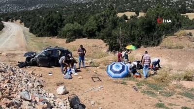 Yoldan çıkan otomobil şarampole devrildi: 3 yaralı