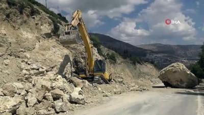 Karaman'da facia teğet geçti...Kepçenin üzerine 30 ton ağırlığında kaya düştü
