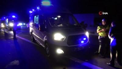 meyra -  TEM Otoyolu'nda hafif ticari araç tankere çarptı: 2'si çocuk 6 yaralı