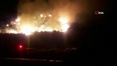 makilik alan -  Kumluca'da makilik alanda çıkan yangın seraları tehdit ediyor