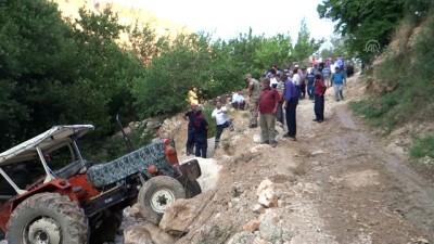 Traktör devrildi: 1 ölü, 3 yaralı - ADIYAMAN