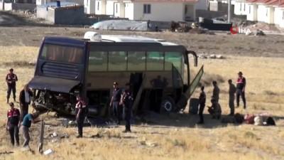 Aksaray'da göçmenleri taşıyan otobüs kontrolden çıkarak tarlaya uçtu: 5 yaralı
