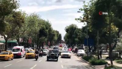 modeller -  Bağdat Caddesi'nden Dolmabahçe'ye klasik araçlarla zafer konvoyu