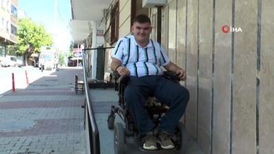 bakis acisi -  Engelin olmadığını azmiyle gösterdi...Yazdığı kitaptan kazandığı parayla yeniden yürüyebilmek için tedavi oluyor