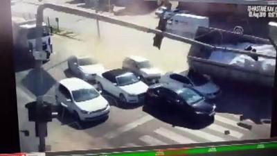 Afyonkarahisar'da tır otomobillere çarparak devrildi