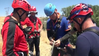 kurtarma tatbikati -  Sarp kayalıklarda gerçeğini aratmayan hasta kurtarma eğitimi