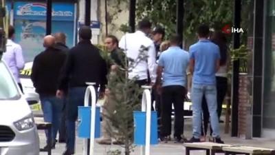Olay yerinde sinir krizleri geçirdiler... Kars'ta kan davası kavgasında silahlar konuştu: 1 ölü