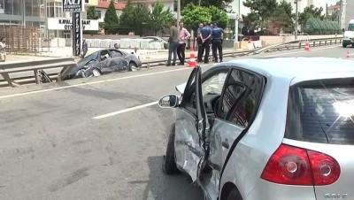 saglik personeli - İki otomobil çarpıştı: 3 yaralı - KOCAELİ