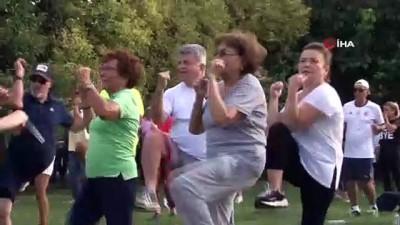 milli futbolcu - Kadıköylüler şampiyon boksör Gülsüm Tatar eşliğinde spor yaptı