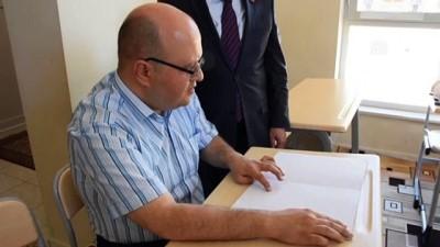 isaret dili - Braille alfabesiyle Kur'an-ı Kerim öğrenenlere sertifika - MALATYA