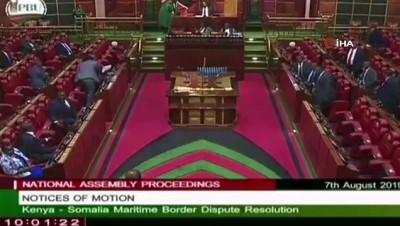 parlamento - Parlamentoya Bebeğiyle Gelen Milletvekili Dışarı Çıkarıldı - Ap'de Normal, Kenya'da Anormal