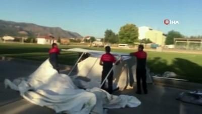 Depremzedeler için çadırlar kuruluyor