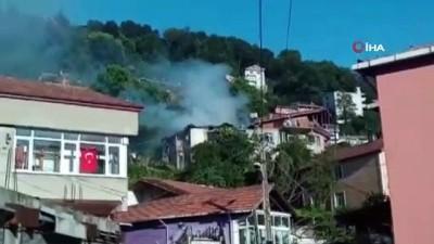 Yangında mahsur kalan yaşlı adamı ablası kurtardı