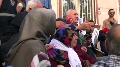 milletvekili -  AK Parti Elazığ Milletvekili Demirbağ'dan HDP önündeki ailelere destek ziyareti