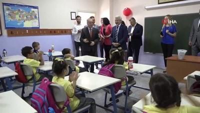 kirtasiye malzemesi -  Başkan Erdem öğrencilerin heyecanını paylaştı