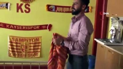 Kayserispor fanatiği berber, dükkanını sarı-kırmızıya boyadı
