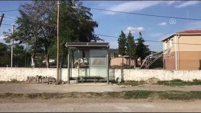 Otobüs beklerken kitap okutan 'durak' (2) - EDİRNE