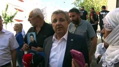 TBB Yönetim Kurulu Üyesi Elibol'dan HDP önünde eylem yapan ailelere destek ziyareti