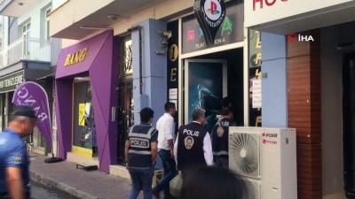 Uşak polisi internet kafeleri denetledi
