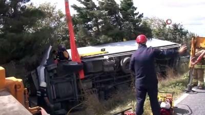 tir soforu -  Arnavutköy'de sıkışmalı trafik kazası: 2 yaralı