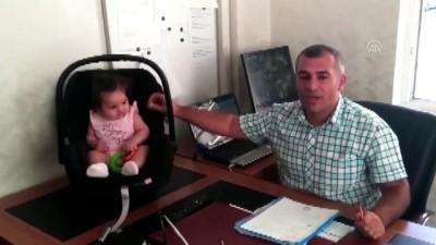 Okul müdürü dersler aksamasın diye öğretmenin çocuğuna bakıyor - ŞANLIURFA
