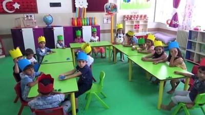 Suriyeli ve Türk öğrenciler aynı sınıfta eğitim görüyor