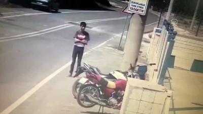 tekstil atolyesi - Denizli'de motosiklet hırsızlığı güvenlik kamerasında