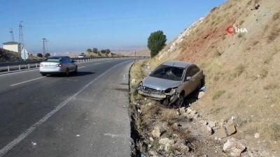 Kontrolden çıkan otomobil sulama kanalına düştü: 1 yaralı