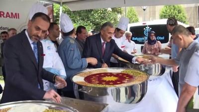 Cumhurbaşkanlığından İzmir'de vatandaşlara aşure ikramı