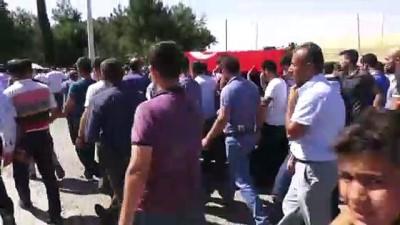 Diyarbakır'daki terör saldırısının sivil şehitleri son yolculuklarına uğurlanıyor (3) - BATMAN