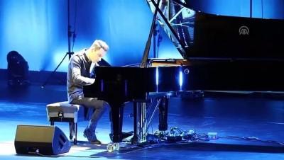 'En hızlı piyanist' konser verdi - İSTANBUL