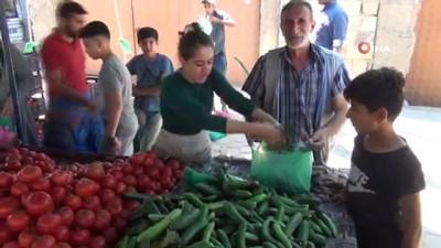 calisan kadin -  Kızıltepe'de kadın pazarcıların ekmek mücadelesi takdir topluyor