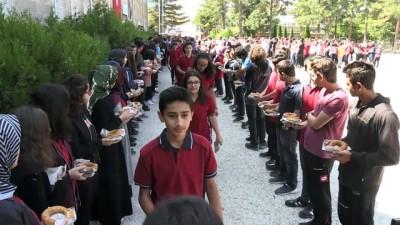 devir teslim - Okula yeni başlayan öğrencilere simit ve aşure ikramı - NEVŞEHİR