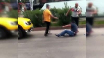 bicakli kavga -  Tartıştığı şahsı sokak ortasında böyle bıçakladı
