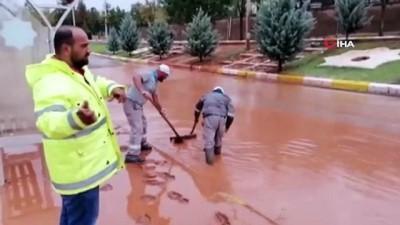 Aksaray'da şiddetli yağış hayatı felç etti