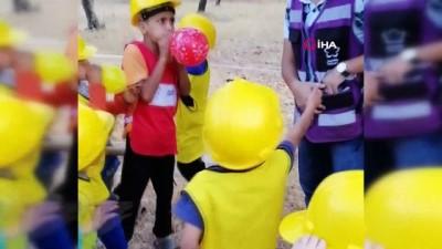 zeytinlik -  - İdlib'te savaş çocuklarının buruk eğlencesi - Savaşın gölgesinde çocuk olmak - İdlibli çocuklar kendileri için hazırlanan oyunlarda eğlendi